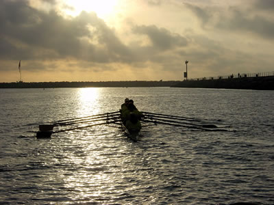 Rowing_eight_sunset_1